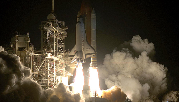 Shuttle launch of mission STS-61. Image courtesy of www.spacefacts.de