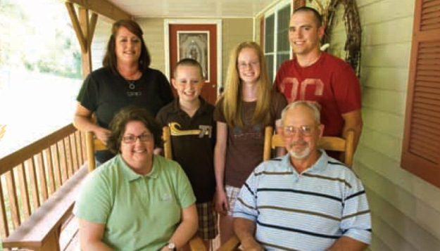 The Roberson family of Vienna, Mo., is grateful to the Ellis Fischel Cancer Center staff. Pictured
